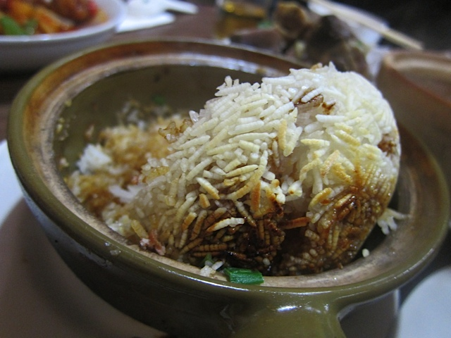 The bottom of the rice exposed in a clay-pot-with-rice dish