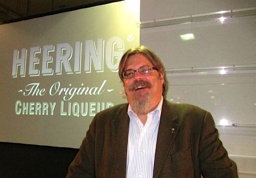 David Wondrich, mixologist (ital) non pareil (end ital), who lectured in Berlin today on the history of the Singapore Sling