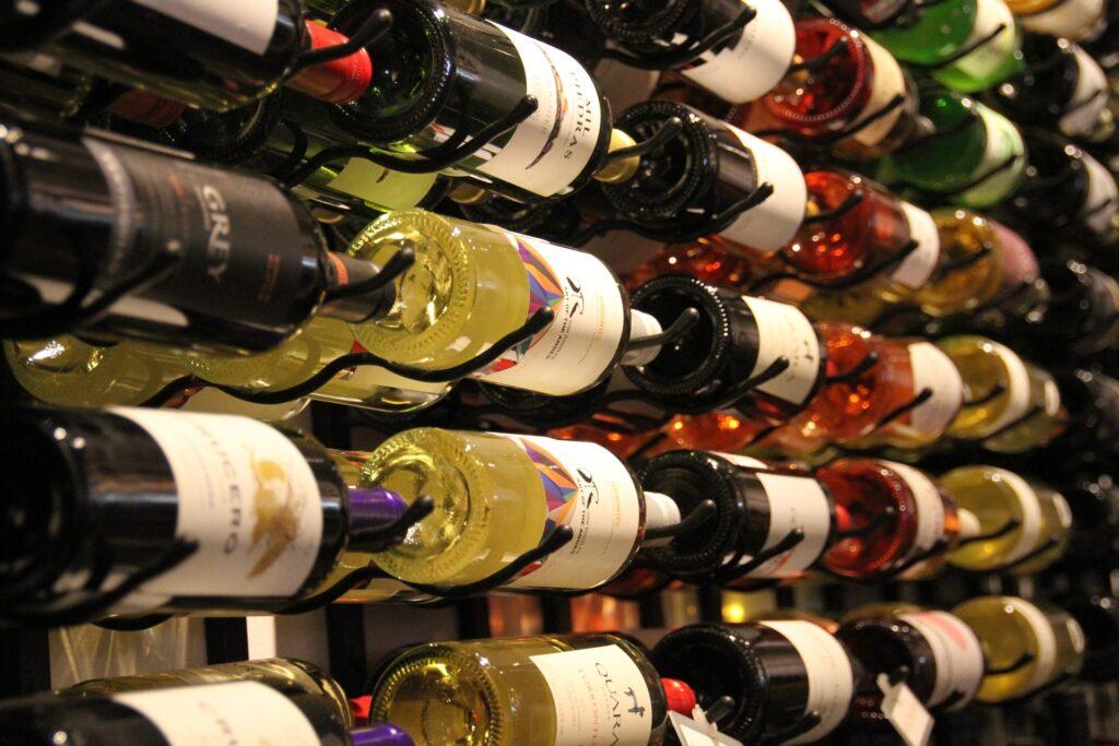 wine-1512507_1920_pixabay_monicavolpin