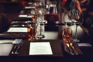 restaurant_table_setting_wine_glasses_Somm