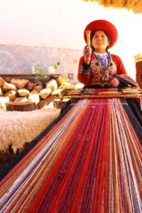 Peru quechua woman handmade goods loom sacred valley - Wine4Food